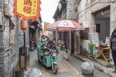 Opinión de la calle de la ciudad del río Fotografía de archivo