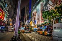 Opinión de la calle de la noche en el centro comercial Hong-Kong de Mong Kok imagen de archivo libre de regalías