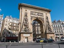 Opinión de la calle de Porte St Denis, arco triunfal, París Imagen de archivo