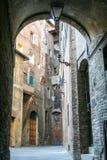 Opinión de la calle de Siena Foto de archivo libre de regalías