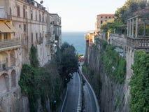 Opinión de la calle de Sorrento Fotos de archivo