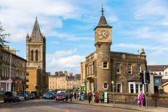 Opinión de la calle de Stockbridge en Edimburgo, Escocia Fotos de archivo libres de regalías