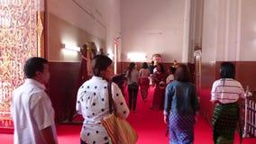 Opinión de la calle de Tailandia del templo antiguo en ayutthaya, Tailandia metrajes