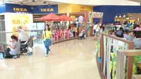 Opinión de la calle de Tailandia, IKEA en Bangna mega almacen de video