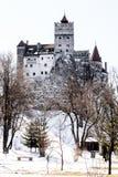 Opinión de la calle del castillo de Drácula del salvado Fotos de archivo