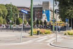 Opinión de la calle del centro de ciudad de Milano fotos de archivo