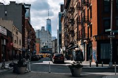 Opinión de la calle de la división de Chinatown en Lower Manhattan foto de archivo