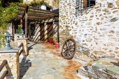 Opinión de la calle en el pueblo de Makrinitsa de Pelion, Grecia Foto de archivo