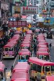 Opinión de la calle de Hong Kong con el microbús imágenes de archivo libres de regalías