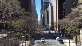 42.a opinión de la calle NYC del paso superior de Tudor City almacen de metraje de vídeo