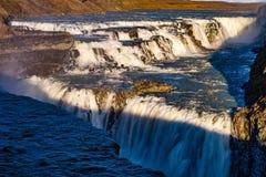 Opinión de la cascada de Gullfoss en Islandia en Europa foto de archivo