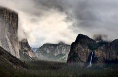 Opinión de la cascada de Yosemite Fotos de archivo