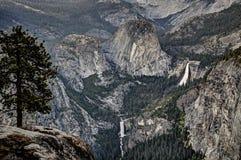 Opinión de la cascada de Yosemite Fotografía de archivo libre de regalías