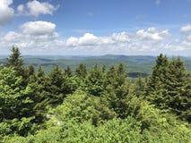 Opinión de la cima de la montaña imagen de archivo libre de regalías