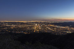 Opinión de la cima de la montaña de Los Ángeles y de Glendale Imagen de archivo