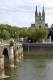 Opinión de la ciudad Angers con la catedral histórica Fotos de archivo