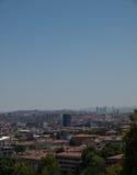 Opinión de la ciudad de Ankara con la mezquita y las montañas del cami de Kocatepe Imágenes de archivo libres de regalías