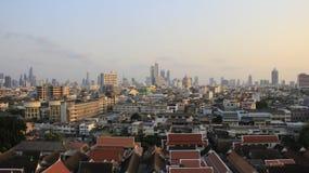 Opini?n de la ciudad de Bangkok con la igualaci?n de la luz y del fumador foto de archivo libre de regalías