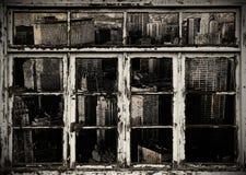 Opinión de la ciudad de B/w a través de ventanas Foto de archivo libre de regalías