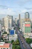 Opinión de la ciudad de Bangkok con tráfico principal Foto de archivo libre de regalías