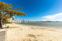 Opinión de la ciudad de la playa de Balneario Camboriu Santa Catarina Foto de archivo libre de regalías