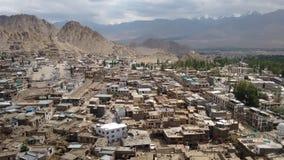 Opinión de la ciudad de Leh de la terraza del palacio de Leh, Leh, la India Fotos de archivo