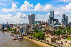 Opinión de la ciudad de Londres sobre el río Támesis en Londres, Reino Unido Fotos de archivo libres de regalías