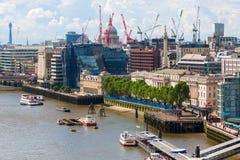 Opinión de la ciudad de Londres sobre el río Támesis en Londres, Reino Unido Imagenes de archivo
