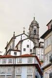 Opinión de la ciudad de Oporto con la iglesia, Portugal Imagen de archivo