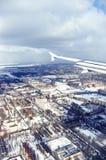 Opinión de la ciudad del aeroplano Imagenes de archivo