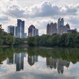 Opinión de la ciudad del parque imagenes de archivo