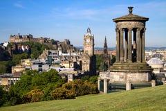 Opinión de la ciudad del verano de Edimburgo imagen de archivo