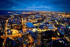 Opinión de la ciudad en la noche en Melbourne Imágenes de archivo libres de regalías
