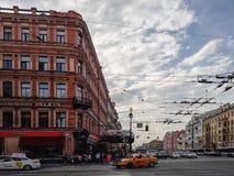Opinión de la ciudad de la ciudad europea St Petersburg, Rusia Foto de archivo