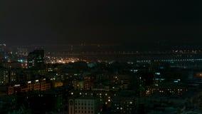 Opinión de la ciudad de Novosibirsk, Rusia de la noche metrajes