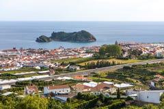 Opinión de la ciudad por el mar - Portugal fotografía de archivo libre de regalías