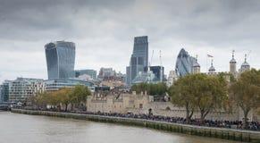 Opinión de la ciudad sobre el Támesis Fotografía de archivo