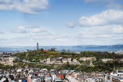 Opinión de la ciudad sobre los tops y las casas viejos y nuevos del tejado de la colina, Fotografía de archivo libre de regalías