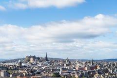 Opinión de la ciudad sobre los tops y las casas viejos y nuevos del tejado de la colina, Imagen de archivo libre de regalías