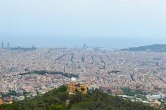 Opinión de la ciudad de Tibidabo en Barcelona, España el 22 de junio de 2016 Fotografía de archivo libre de regalías