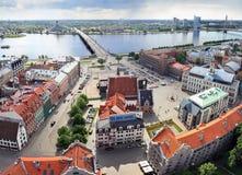 Opinión de la ciudad vieja, Riga (Letonia) del ojo de pájaro Fotografía de archivo libre de regalías