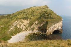 Opinión de la costa al lado del revendedor de Worbarrow al este de la ensenada de Lulworth en la costa costa Inglaterra Reino Uni Fotografía de archivo libre de regalías