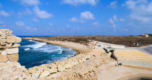 Opinión de la costa costa de Paphos alta Imágenes de archivo libres de regalías