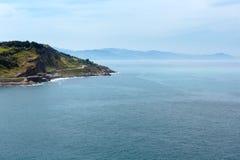 Opinión de la costa costa del océano del ratón de Getaria, España, país vasco Imagen de archivo libre de regalías
