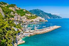 Opinión de la costa de Amalfi, Campania, Italia de la postal foto de archivo