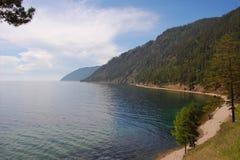 Opinión de la costa del lago Baikal, Siberia, Rusia Foto de archivo libre de regalías