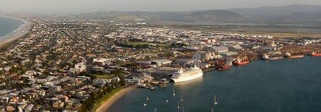 Opinión de la costa del puerto de Maunganui del soporte Imagen de archivo libre de regalías