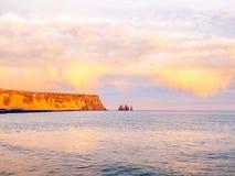 Opinión de la costa costa en Dyrholaey en Islandia foto de archivo libre de regalías