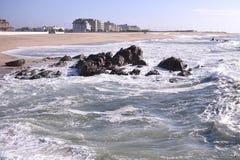 Opinión de la costa en Vila do Conde, Portugal Imagen de archivo libre de regalías