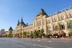 Opinión de la fachada de los grandes almacenes de la GOMA de la Plaza Roja, Moscú Fotos de archivo libres de regalías